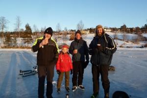 En liten fikapaus på sjön den 5/1 2015. Edward, Tigri. Johan och Niel.