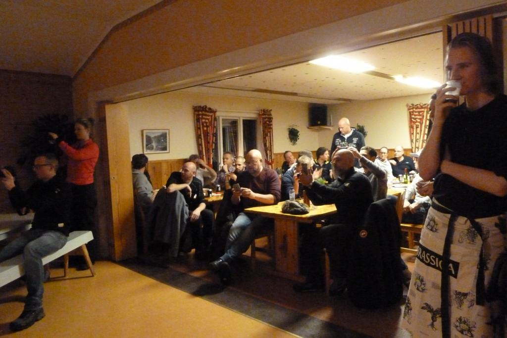 Kören överraskade holländarna som fanns på Eriksberg med att sjunga några julsånger. Uppskattat!